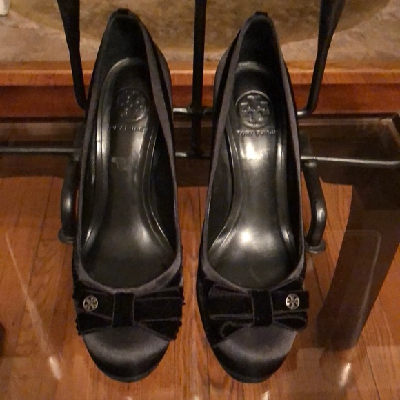 Tory Burch Shoes - 🎉CLOSET CLEAR OUT SALE🎉 TORY BURCH BLACK SHOES